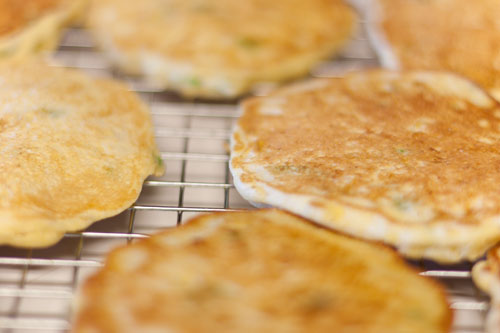 Fresh corn cakes all cooling on a rack